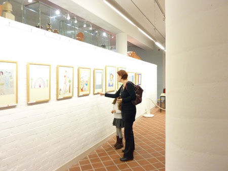 Über 60 Werke kleiner Künstlerinnen und Künstler