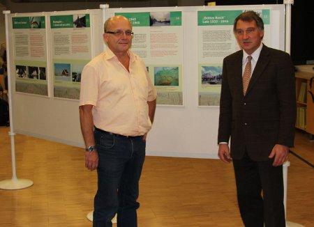 Dr. Christoph Hinkelmann in Gespräch mit Dr. Hans-Jakob Tebarth, Direkter der Martin-Opitz-Bibliothek Herne