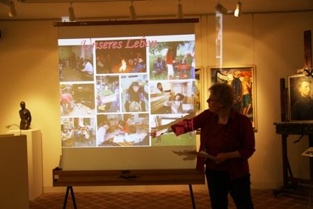 Pastorin Christa Hunziger bei der Projektvorstellung.