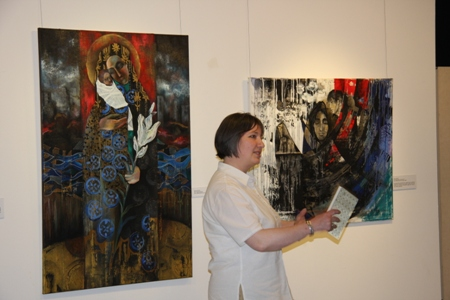 Elena Steinke ist in Königsberg/Kaliningrad geboren und freischaffende Künstlerin.