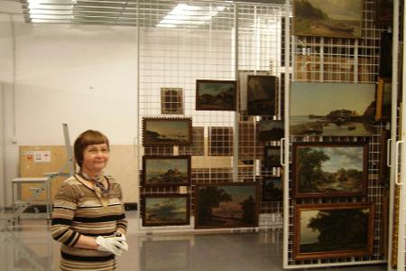 Schon mal ein Museums-Magazin gesehen? So schaut es im Kumu aus. Es ist das größte und modernste Kunstmuseum im Baltikum.