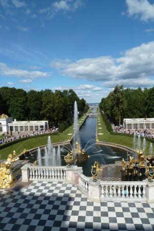 Parkanlage des Peterhofs, der ehemaligen Zarenresidenz