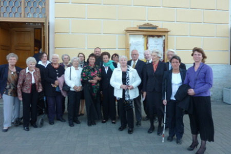 Unsere Gruppe vor dem Alexandrinski-Theater
