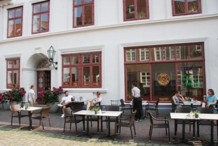 """""""Cafe Bernstein"""" im neu restaurierten """"Scharffschen Haus"""" in der Heiligengeiststraße lädt zum Verweilen ein"""