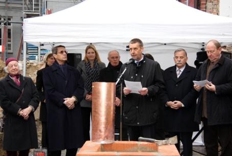 Ministerialrat Dr. Thomas Lindner wünscht dem Bau gutes Gelingen