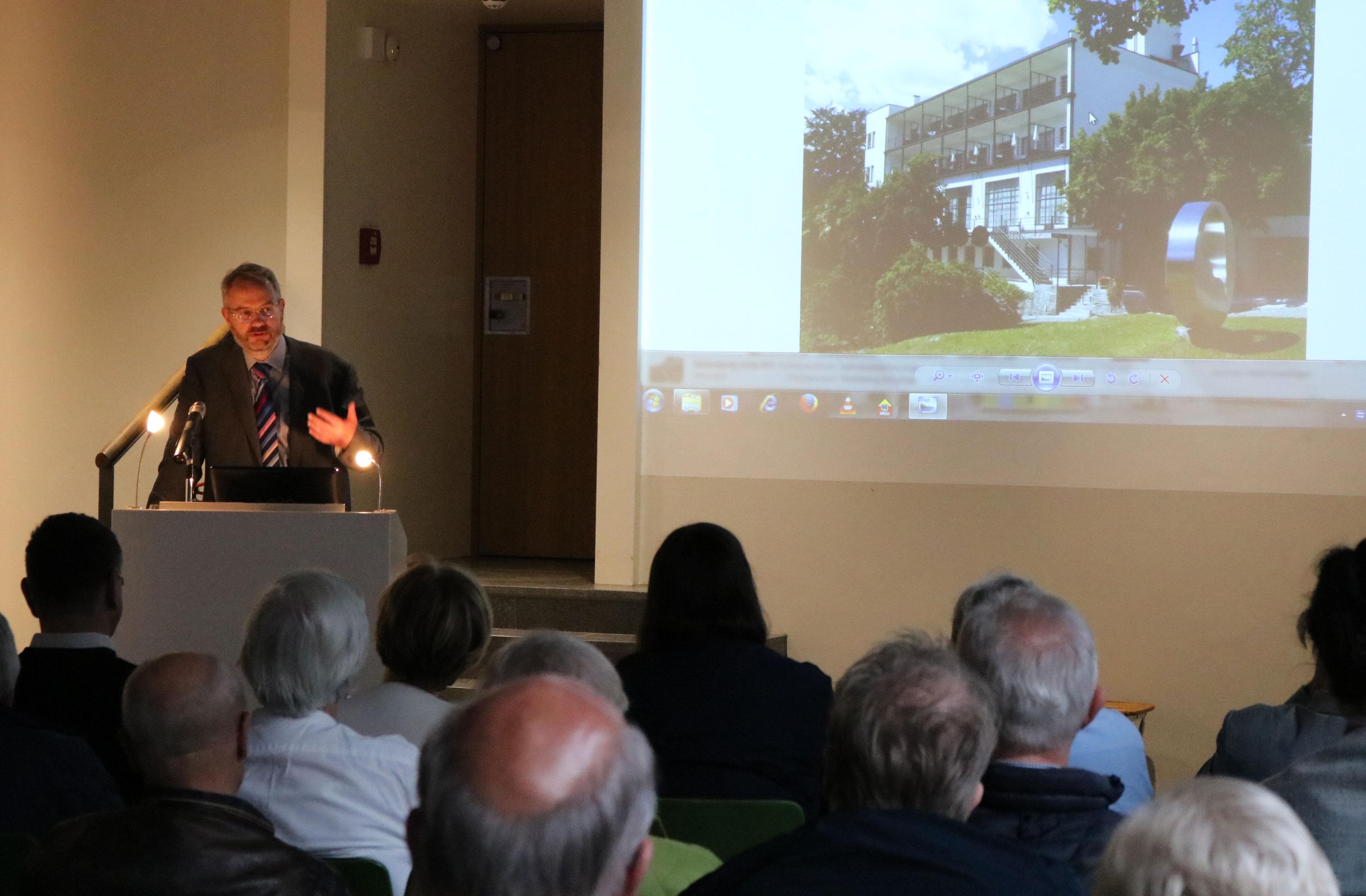 Dr. Nils Aschenbeck während seines Vortrags im Osptreußischen Landesmuseum