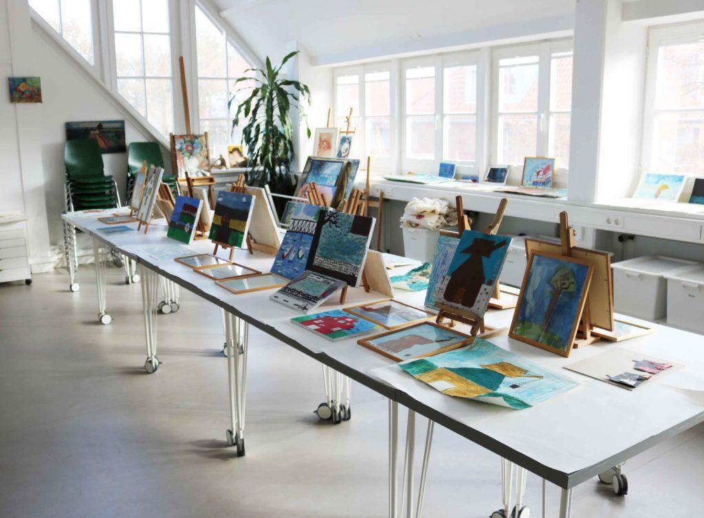 Die gemalten Bilder im Atelier des Museums.